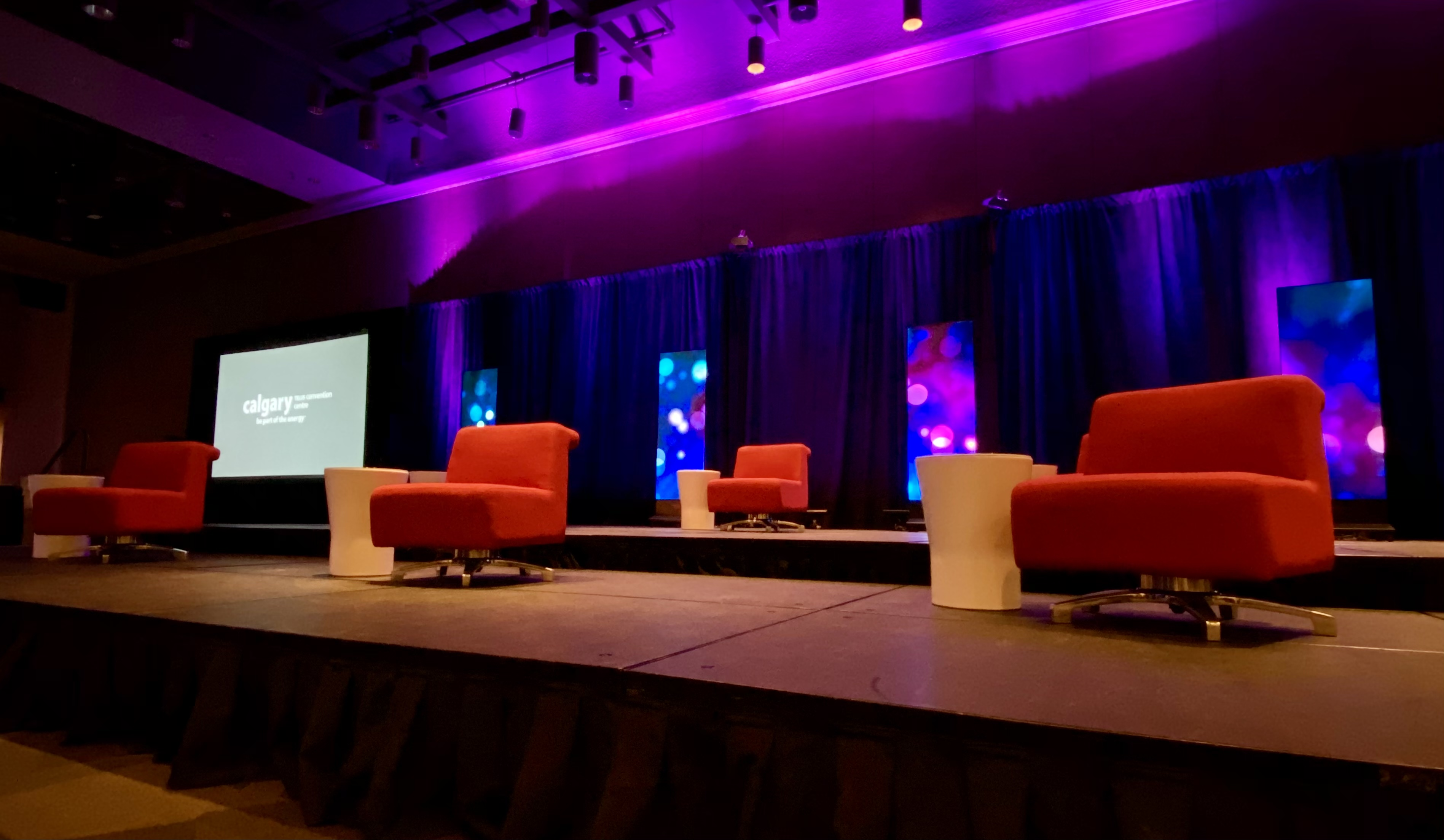 Eight advantages of hosting events from virtual studios